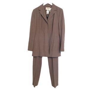 NWT Mondi 2 piece wool neutral business suit 38
